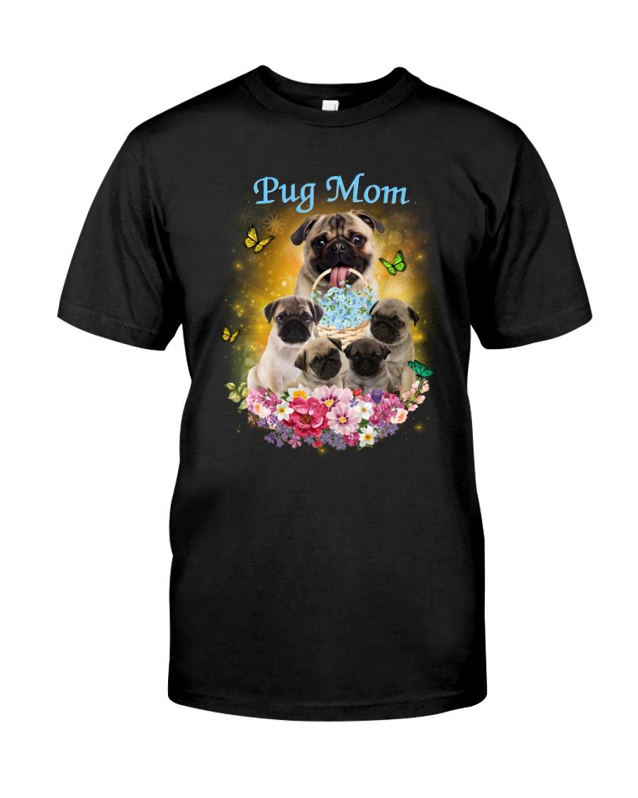 Pug mom Classic T-Shirt