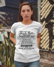 Geschenk für deine Mutter - C00 Ladies T-Shirt apparel-ladies-t-shirt-lifestyle-03