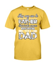 Fathers Day shirt gift very special to be a Dad Classic T-Shirt front