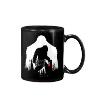 Bigfoot Disc golf in the forest Mug thumbnail