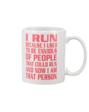RUNNER T-SHIRT Mug tile