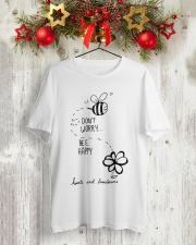 DON'T WORRRY BE HAPPY Classic T-Shirt lifestyle-holiday-crewneck-front-2