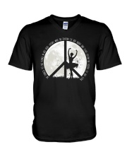 She Dance To The Song A0105 V-Neck T-Shirt thumbnail