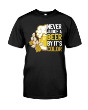 Never judge a beer Classic T-Shirt front