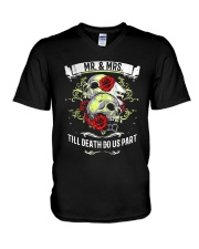 Skull roses Mr and Mrs till death do us part V-Neck T-Shirt tile
