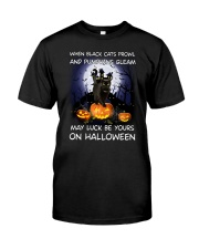 Black cat prowl 3007 Classic T-Shirt front