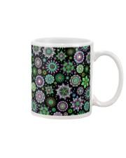 Doodle-Flowers-Pattern Mug thumbnail