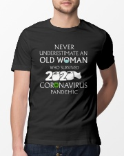 Never underestimate an old woman  Classic T-Shirt lifestyle-mens-crewneck-front-13