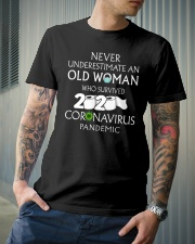 Never underestimate an old woman  Classic T-Shirt lifestyle-mens-crewneck-front-6