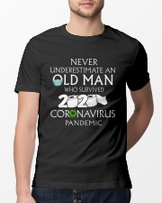 Never underestimate an old man  Classic T-Shirt lifestyle-mens-crewneck-front-13