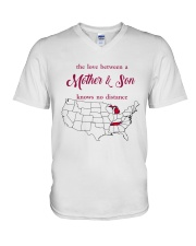 TENNESSEE MICHIGAN THE LOVE MOTHER AND SON V-Neck T-Shirt thumbnail