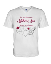 WISCONSIN OREGON THE LOVE MOTHER AND SON V-Neck T-Shirt thumbnail