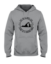 ILLINOIS GIRL LIVING IN VIRGINIA WORLD Hooded Sweatshirt front