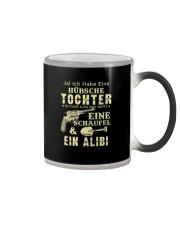HÜBSCHE TOCHTER EINE WAFFE EINE SCHAUFEL Color Changing Mug thumbnail