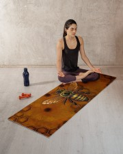 BEE YOGA Yoga Mat 70x24 (horizontal) aos-yoga-mat-lifestyle-18