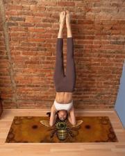 BEE YOGA Yoga Mat 70x24 (horizontal) aos-yoga-mat-lifestyle-20
