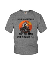NEVER UNDERESTIMATE AN OLD MAN WITH A MOTORCYCLE Youth T-Shirt thumbnail