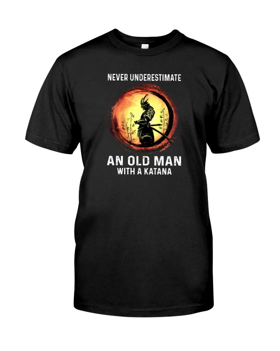NEVER UNDERESTIMATE AN OLD MAN SAMURAI Classic T-Shirt