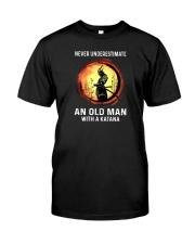 NEVER UNDERESTIMATE AN OLD MAN SAMURAI Classic T-Shirt front