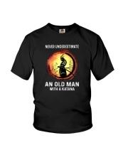 NEVER UNDERESTIMATE AN OLD MAN SAMURAI Youth T-Shirt thumbnail