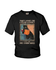 THAT'S WHAT I DO I READ BOOKS AND I KNOW THINGS Youth T-Shirt thumbnail