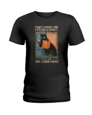 THAT'S WHAT I DO I READ BOOKS AND I KNOW THINGS Ladies T-Shirt thumbnail