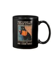 THAT'S WHAT I DO I READ BOOKS AND I KNOW THINGS Mug thumbnail