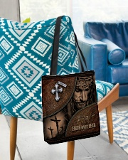 testtui2 All-over Tote aos-all-over-tote-lifestyle-front-01