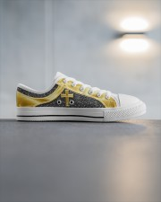testshoesden Men's Low Top White Shoes aos-complex-men-white-high-low-shoes-lifestyle-inside-right-03