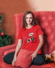 LOVE MIMI LIFE - ART Premium Fit Ladies Tee lifestyle-holiday-womenscrewneck-front-2
