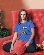 LOVE GIGI LIFE - ART Ladies T-Shirt lifestyle-holiday-womenscrewneck-front-2