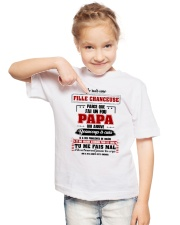 Je Suis Une Fille Chanceuse Que J'ai Un Fou Papa  Youth T-Shirt lifestyle-youth-tshirt-front-2