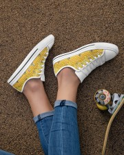 HoneyComb Bee Shoes Women's Low Top White Shoes aos-complex-women-white-low-shoes-lifestyle-02