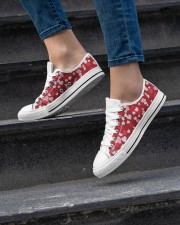 FULL OF HEART Women's Low Top White Shoes aos-complex-women-white-low-shoes-lifestyle-06