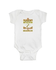 NEWZEALAND-GOLD-QUEES-MARCH Onesie thumbnail