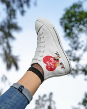 lucy love  Women's High Top White Shoes aos-complex-women-white-top-shoes-lifestyle-05