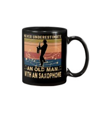 NEVER UNDERESTIMATE AN OLD MAN WITH AN SAXOPHONE Mug tile