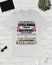 Soy una ESPOSA MIMADA  -  Diciembre Classic T-Shirt lifestyle-mens-crewneck-front-17
