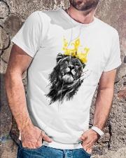 Rasta Lion golden crown Classic T-Shirt lifestyle-mens-crewneck-front-4