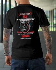 je suis ne en 63 Classic T-Shirt lifestyle-mens-crewneck-back-3