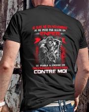 novembre contre moi Classic T-Shirt lifestyle-mens-crewneck-back-2