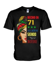 Hecho En 71 V-Neck T-Shirt tile