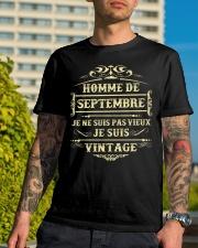 septembre vintage Classic T-Shirt lifestyle-mens-crewneck-front-8