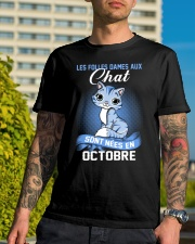 chat octobre Classic T-Shirt lifestyle-mens-crewneck-front-8