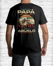 ser papa es un honor Classic T-Shirt lifestyle-mens-crewneck-back-1