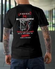 je suis ne en 74 Classic T-Shirt lifestyle-mens-crewneck-back-3
