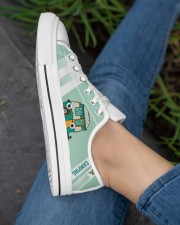 CAMPING  LOW TOP SHOES Women's Low Top White Shoes aos-complex-women-white-low-shoes-lifestyle-03