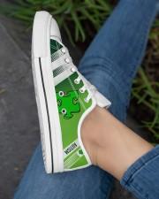 AUTISM LOW TOP SHOES Women's Low Top White Shoes aos-complex-women-white-low-shoes-lifestyle-03
