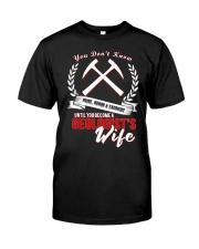 GEOLOGIST GEOLOGIST'S  WIFE Classic T-Shirt thumbnail
