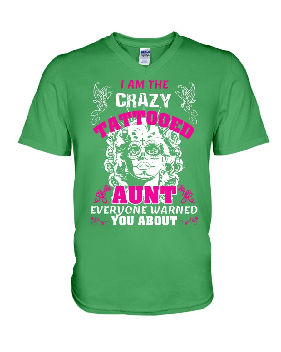 The crazy aunt loves tattoos V-Neck T-Shirt